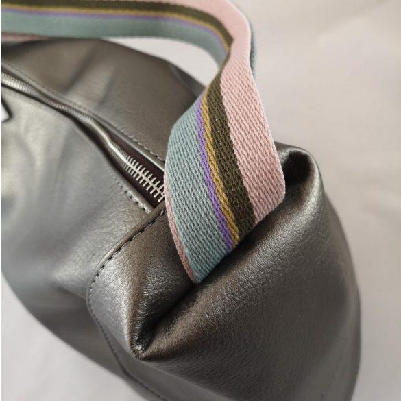 """""""Mistia"""" ezüst, színes vállpánttal Chiara női rostbőr hátitáska"""