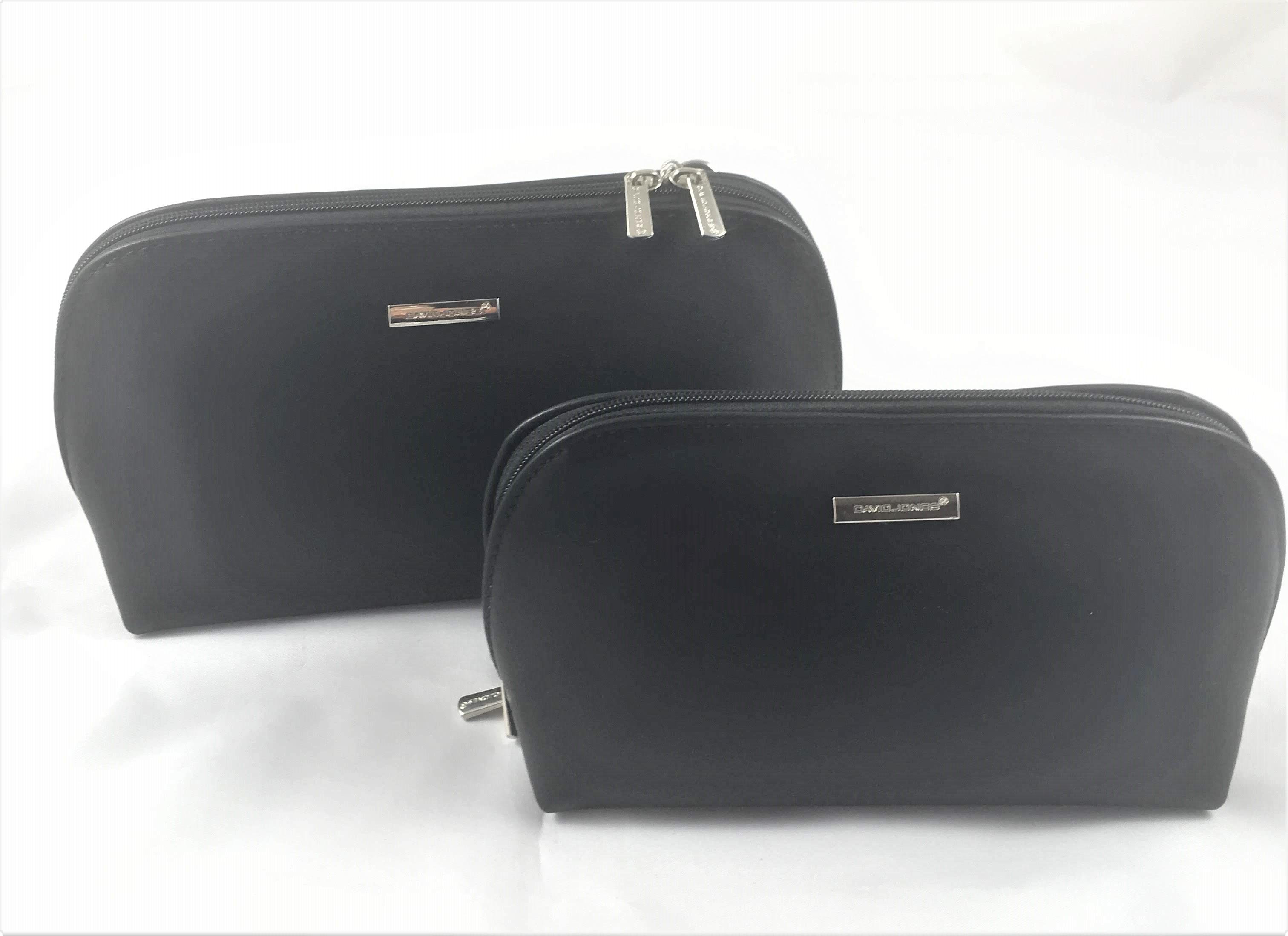 5260f8ce4aab Tehát egy táskáért kettőt kapunk. Tökéletes választás egyszerű fekete színe  jól illeszkedik bármilyen öltözékhez.